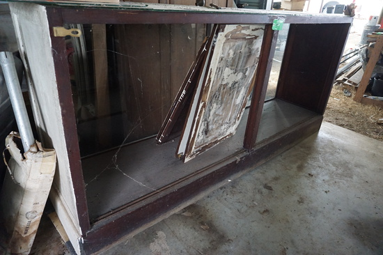 Showcase, NO TOP GLASS! OLD, Eight Foot