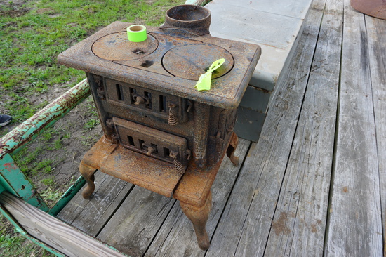 Cozy No. 18 small cast iron cook stove, OLD