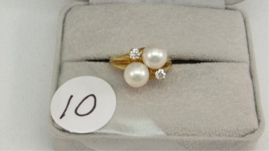 18K y/g Estate Two 7mm Pearl & .14ct. t.w.