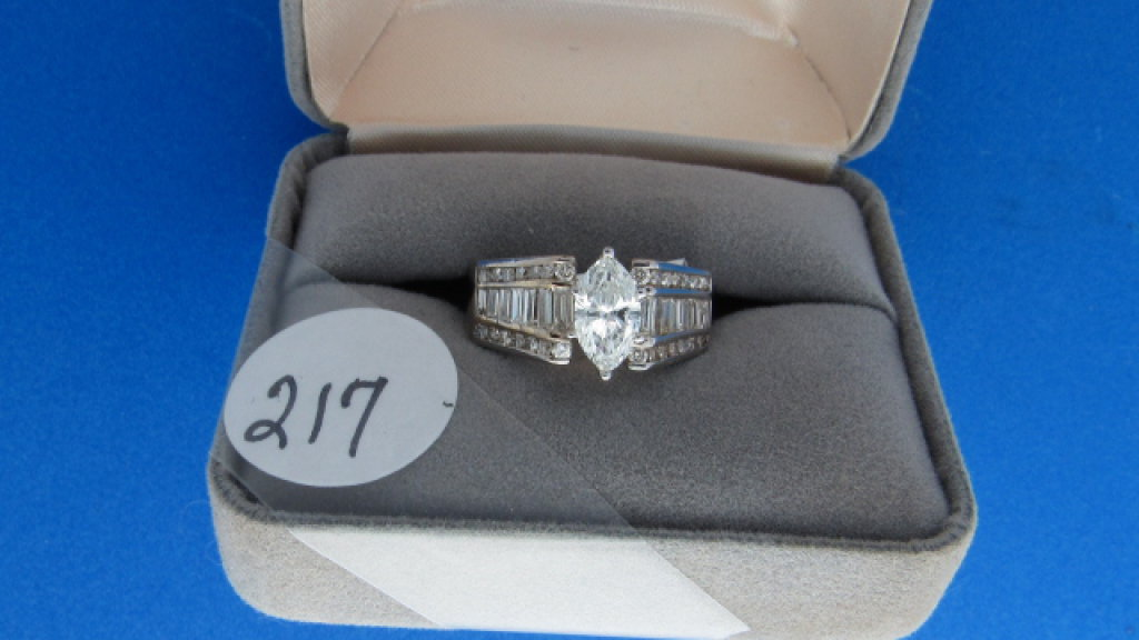 14K w/g 1.00ct Marquise Center diamond engagement