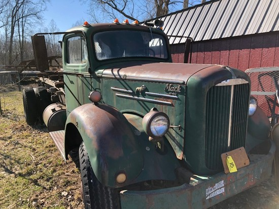 018 1951 Mack A-40 Flatbed Truck