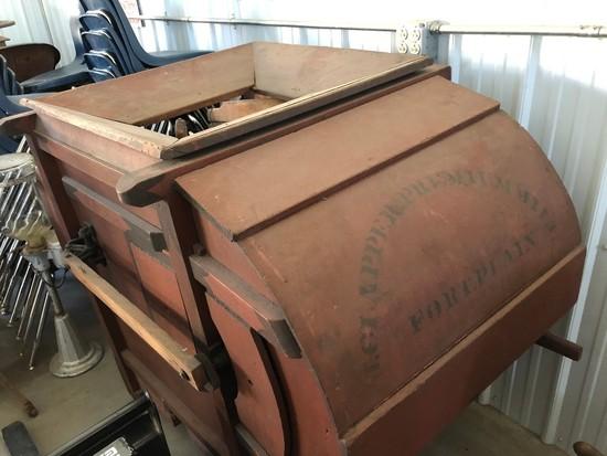 068 Clapper Premium Fanning Mill