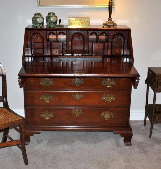 Vintage Kittinger Colonial Williamsburg Chippendale Mahogany Slant Front Desk