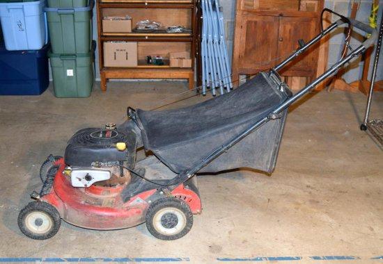 Snapper 650 Bagger Push Lawn Mower w/ Briggs Stratton 190 CC Engine