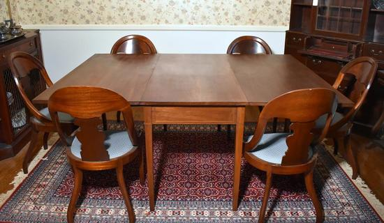 Vintage Federal Style Mahogany Drop Leaf Dining Table