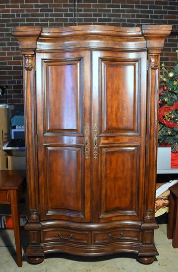 Traditional Hooker Furniture Entertainment / Media Cabinet