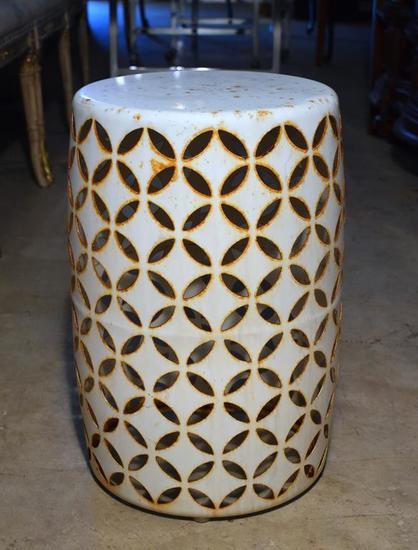 Off White Diamond / Star Pattern Garden Seat