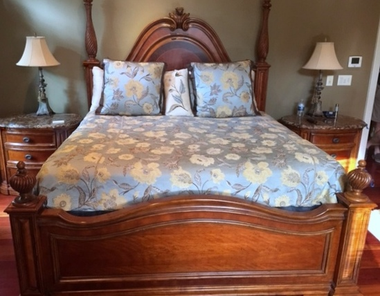 Magnificent Hooker Furniture Four-Poster King Bed w/ Heritage Exquisite Pillow-Top Mattress/Springs