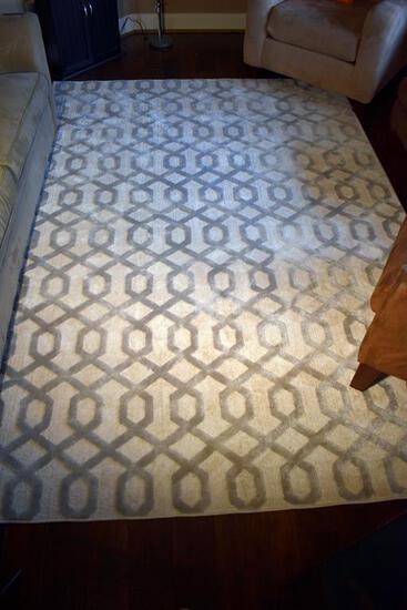 "At Home Holden Collection Silver & Ivory Geometric Polypropylene/Polyester 6'7"" x 9' Rug"