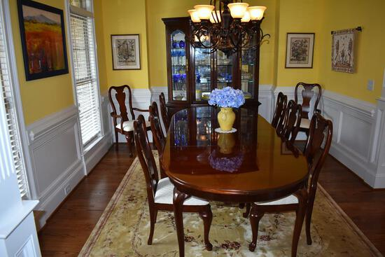 Beautiful Thomasville Furniture Mahogany Queen Anne Dining Table w/ 2 Leaves & Pads, Lots 3-6 Match