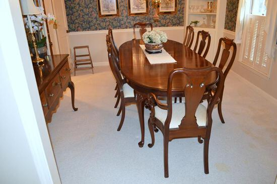 Elegant Queen Anne Style Banded Mahogany Dining Table by Councill Furniture w/ Protective Pads Set