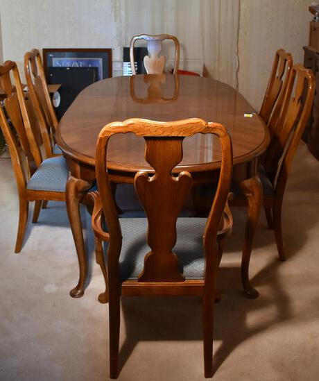 Set of Six Beautiful Thomasville Oak Queen Anne Style Dining Chairs (Lots 4 & 5 Match)