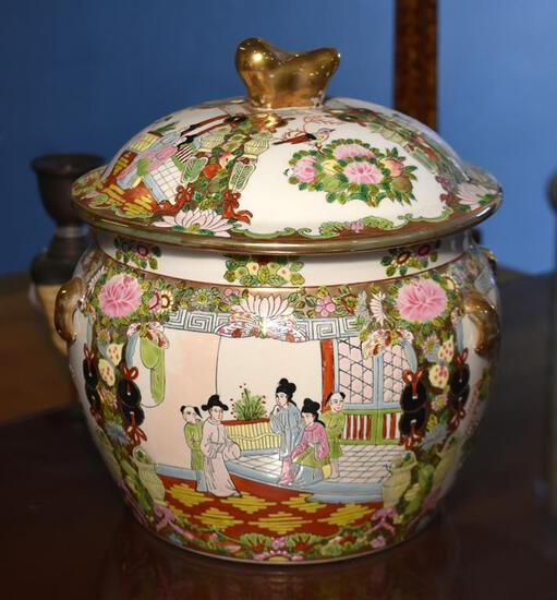 Exquisite Famille Rose Covered Urn