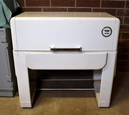 Vintage GM Frigidaire Electric Ironer, Model IJ-30 / IK-30, White Enamel Cabinet