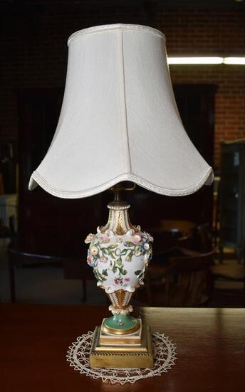 Lovely Vintage Sprig Decorated Floral & Acanthus Leaf Table Lamp