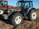 New Holland 8260 Cab & Air Tractor, MFWD