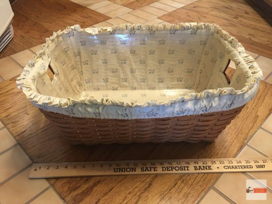Longaberger Baskets - Handwoven, Dresden, Ohio, USA 1991, signed with liner and insert protector