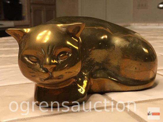 Figurine - Brass cat, curled up