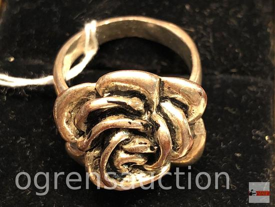 Jewelry - lg. flower costume jewelry ring, sz. 7.5