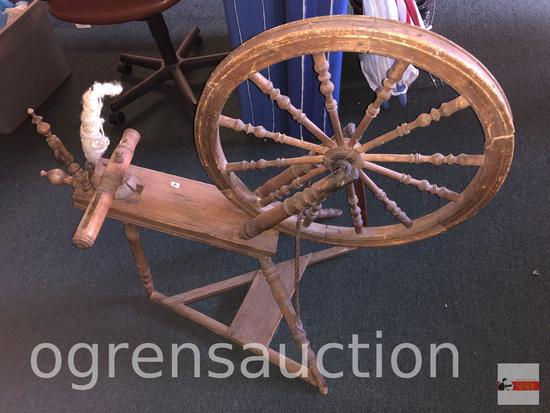 Vintage spinning wheel, needs some TLC