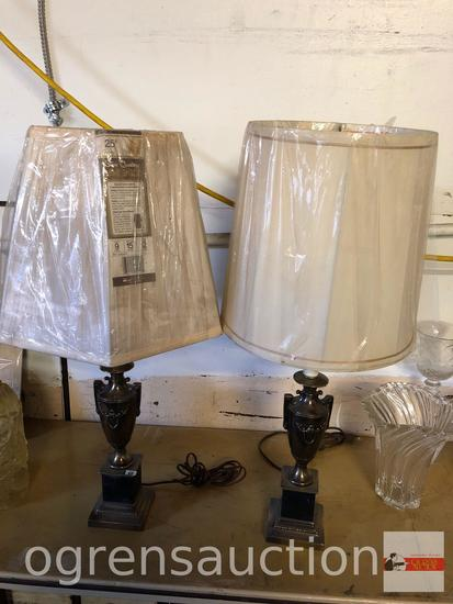Pair metal table lamps w/shades