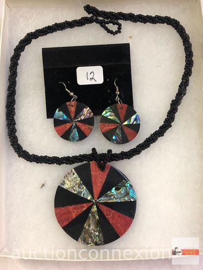 Jewelry - Necklace and matching earrings