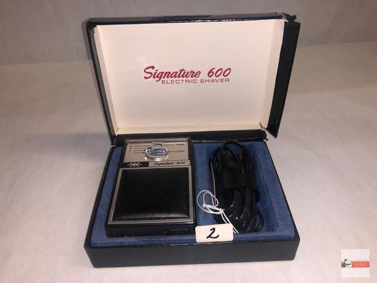 Signature 600 Electric Shaver and orig. case
