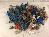 Lot of 200 Pieces Collector Loose Marx Miniatures Military Army Mini Figures - See Photos