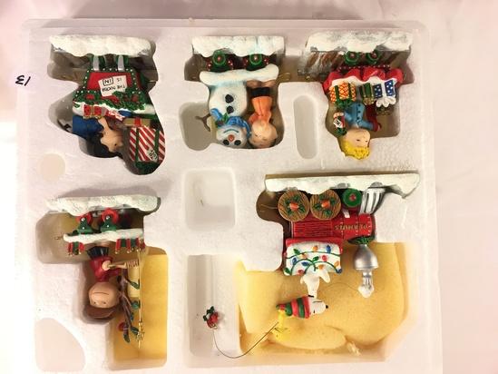 "Collector The Danbury Mint Peanuts Snoopy Christmas Train Box Size: 12x9x5"" Box Size"