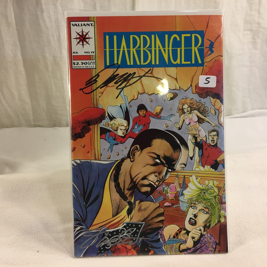 Collector Valiant Harbinger #19 Hand Autographed Comic Book