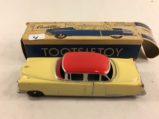 Collector Vintage Tootsietoy Cadillac 62 Sedan No.345  Made in USA Chicago Tin Car