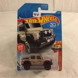 Collector NIP Hot wheels Mattel 1/64 Scale DieCast & Plastic Parts '15 Land Rover Defender Cab