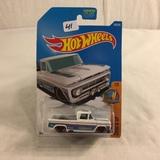 Collector NIP Hot wheels Mattel 1/64 Scale DieCast & Plastic Parts Custom '62 Chevy Pickup1/5