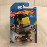 Collector NIP Hot wheels Mattel 1/64 Scale DieCast & Plastic Parts Rig Heat 8/10 Car