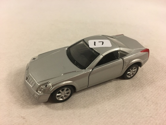 Collector Loose Maisto Cadillac EVCQ Scale 1/37 Die-cast Metal  Silver Color Car