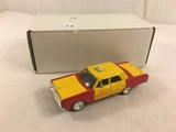 Collector 1968 Plymouth Yellow/Red Cab 450 Metrocab Dimension 4 Scale 1/43 DieCast Metal