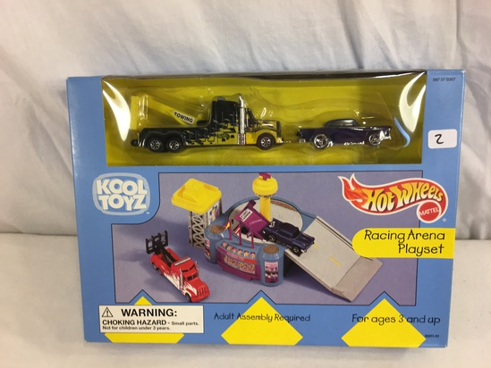 Collector NIP Hot Wheels Kool Toyz Racing Arena Playset Set of 2 Cars 1/64 Scale