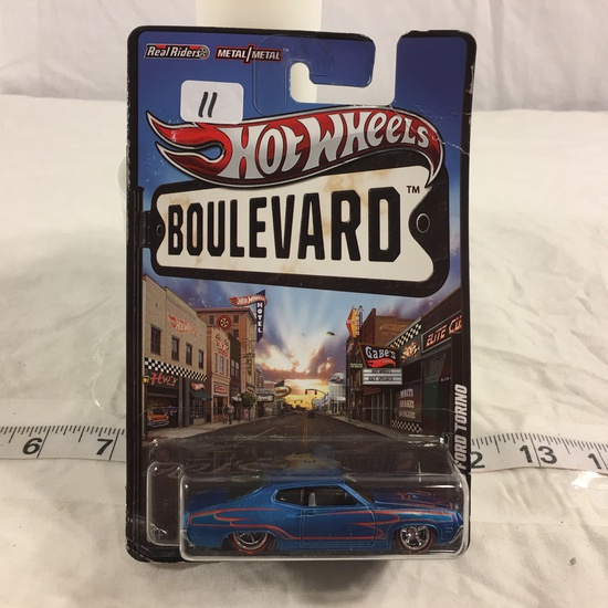 NIP Collector Hot wheels Classics 1/64 Scale Red Line Wheels DieCast '70 Ford Torino Boulevard Car
