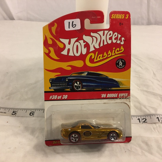 NIP Collector Hot wheels Classics 1/64 Scale Red Line Wheels DieCast Car '06 Dodge Viper #30 Of 30