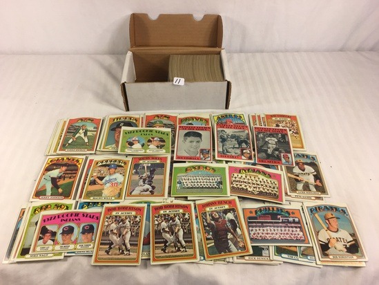 Collector Vintage 1972 Topps Sport Trading Baseball Cards in Box - See Pictures