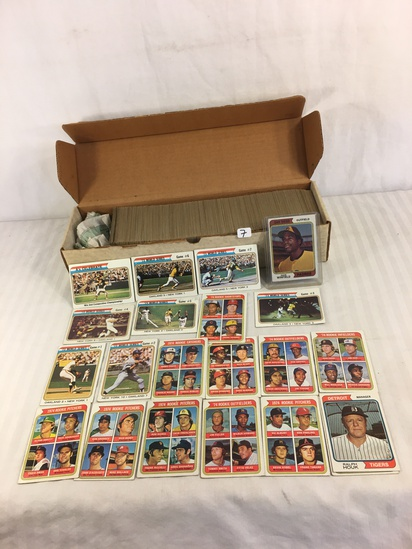 Collector Vintage 1974 Topps Sport Trading Baseball Cards in Box - See Pictures