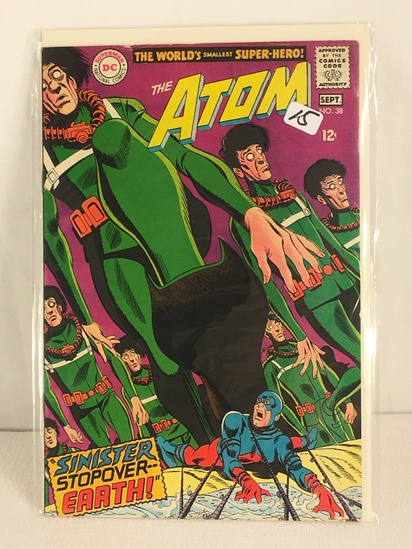 Collector Vintage DC, Comics The ATOM Sinister Stopover Earth Comic Book No.38