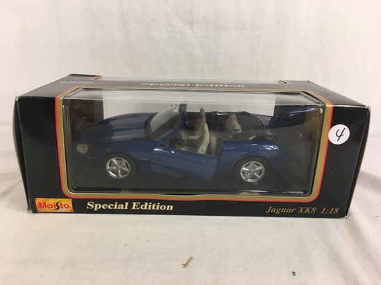 Collector Maisto Special Jaguar XK8 Scale 1/18 Scale Die-Cast Metal 1996
