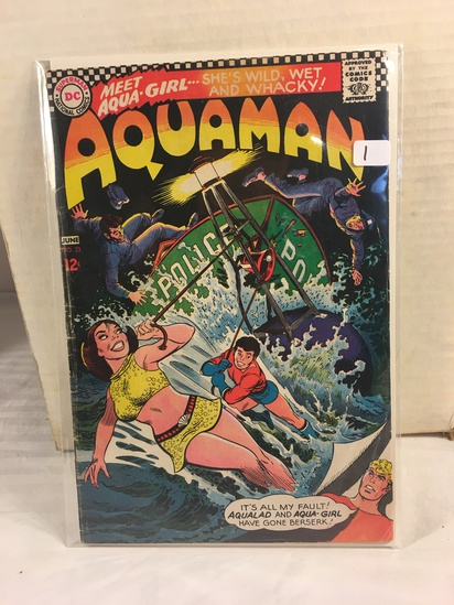 Collector Vintage DC Comics Aquaman Comic Book No.33