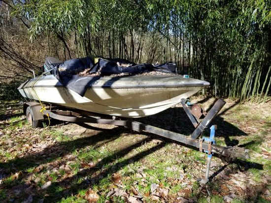 V BOTTOM BOAT W/ TRAILER AND 115 MERCURY ENGINGE, NO PAPERWORK, APPROX 18'
