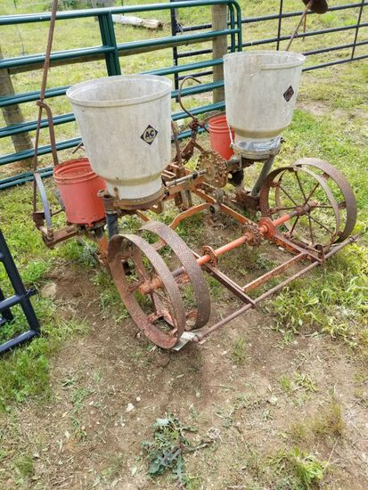 ALLIS CHALMERS 2 ROW PLANTER W/ MARKERS