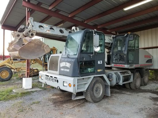2004 GRADALL XL4100II, EATON FULLER 9 SPEED TRANS, HOURS SHOWING: 9108, MIL