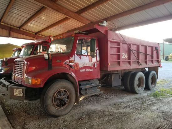 1999 INTERNATIONAL 4900 DUMP TRUCK, DT466E, TANDEM AXLE, EATON FULLER 9 SPEED TR