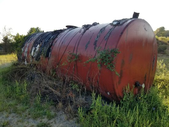 APPROX 4,000-5,000 GAL TANK USED FOR TAR, SELLER SAYS ITS EMPTY