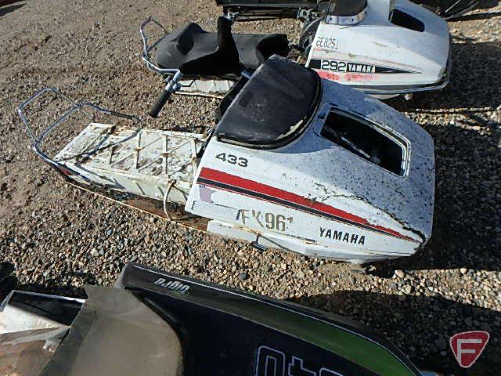 Lot: Yamaha snowmobile, 433cc, motor stuck, no track, no